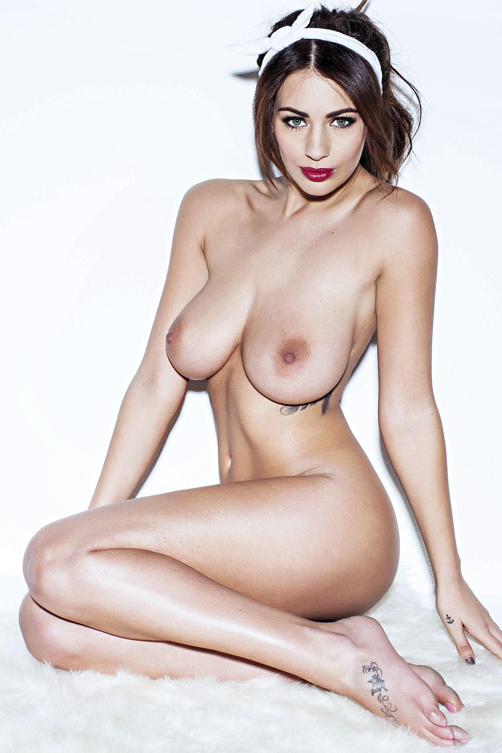 Οι Holly Peers, Rosie Jones, Rhian Sugden, Kelly_Hall topless